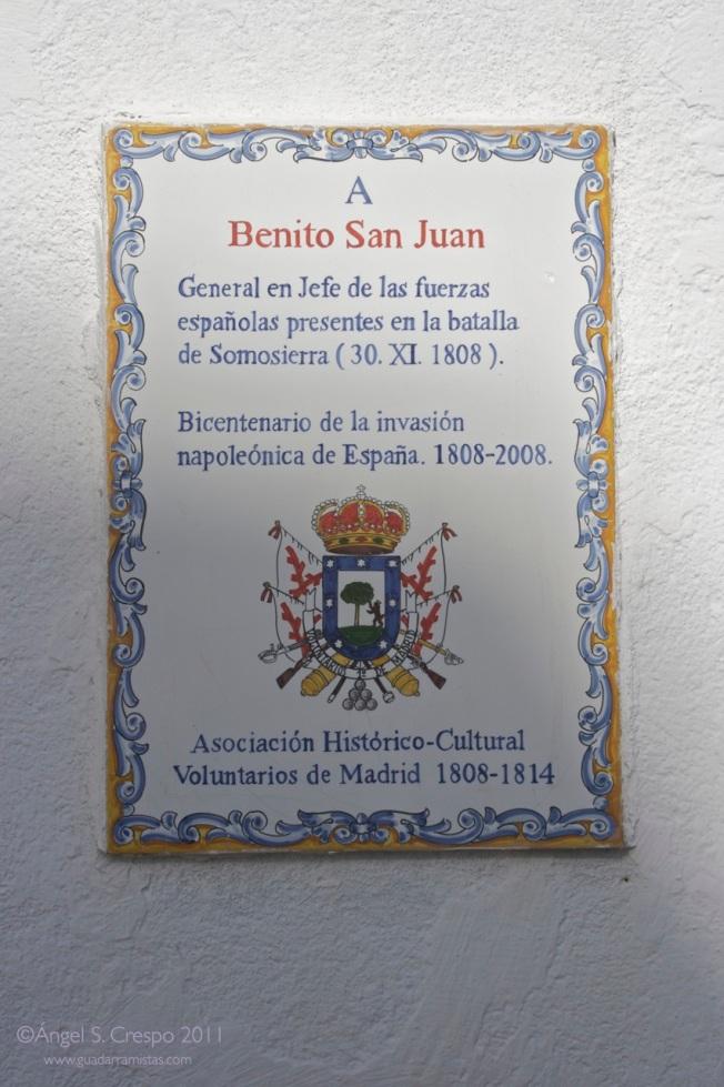 Placa que recuerda al general San Juan en la batalla de Somosierra.