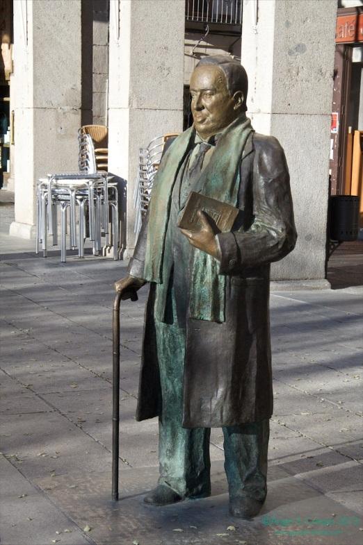Homenaje a Antonio Machado en la Plaza Mayor de Segovia.